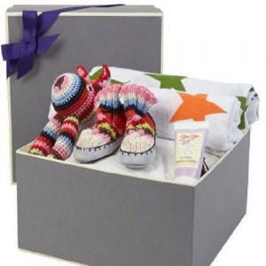 Coffret cadeau pour maman et b C3 A9b C3 A9 0 300x300 Coffret cadeau pour maman et bébé